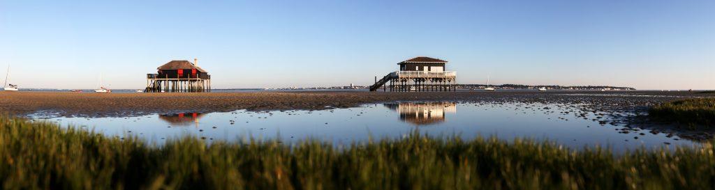photo panoramique des Cabanes de l'Île aux Oiseaux sur le Bassin d'Arcachon. Crédit (c) Bruno Bertin